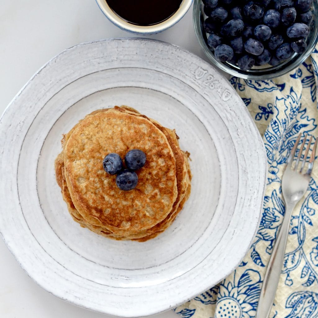 Healthy Greek Yogurt Pancakes! An easy, delicious and nutritious pancake recipe for the whole family! Gluten-free, refined sugar free and freezer-friendly!