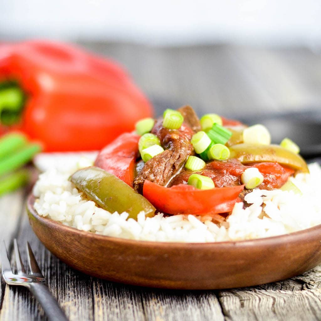 Slow Cooker Pepper Steak! An easy, healthy & delicious dinner recipe for busy days! #glutenfree #grainfree #peppersteak #slowcooker #healthyrecipe #easydinner