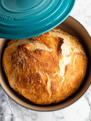 Easy Dutch Oven No Knead Bread