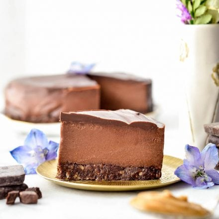 No-Bake Vegan Chocolate Peanut Butter Cheesecake