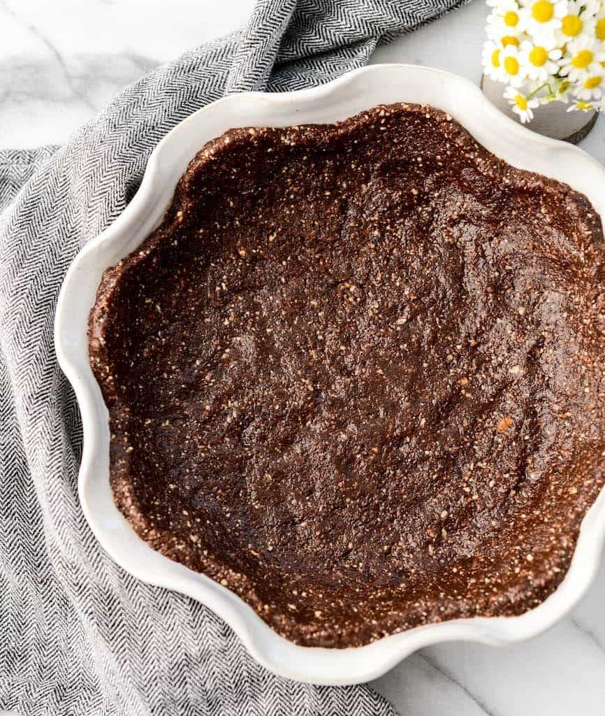 This no-bake Healthy Chocolate Silk Pie recipe is lusciously creamy and intensely chocolatey! It's like French Silk Pie only better for you! It's #gluten-free, #dairy-free, and #vegan with a refined sugar free option! The perfect dessert for Thanksgiving!