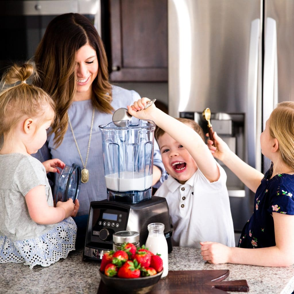 mom making smoothies with her kids