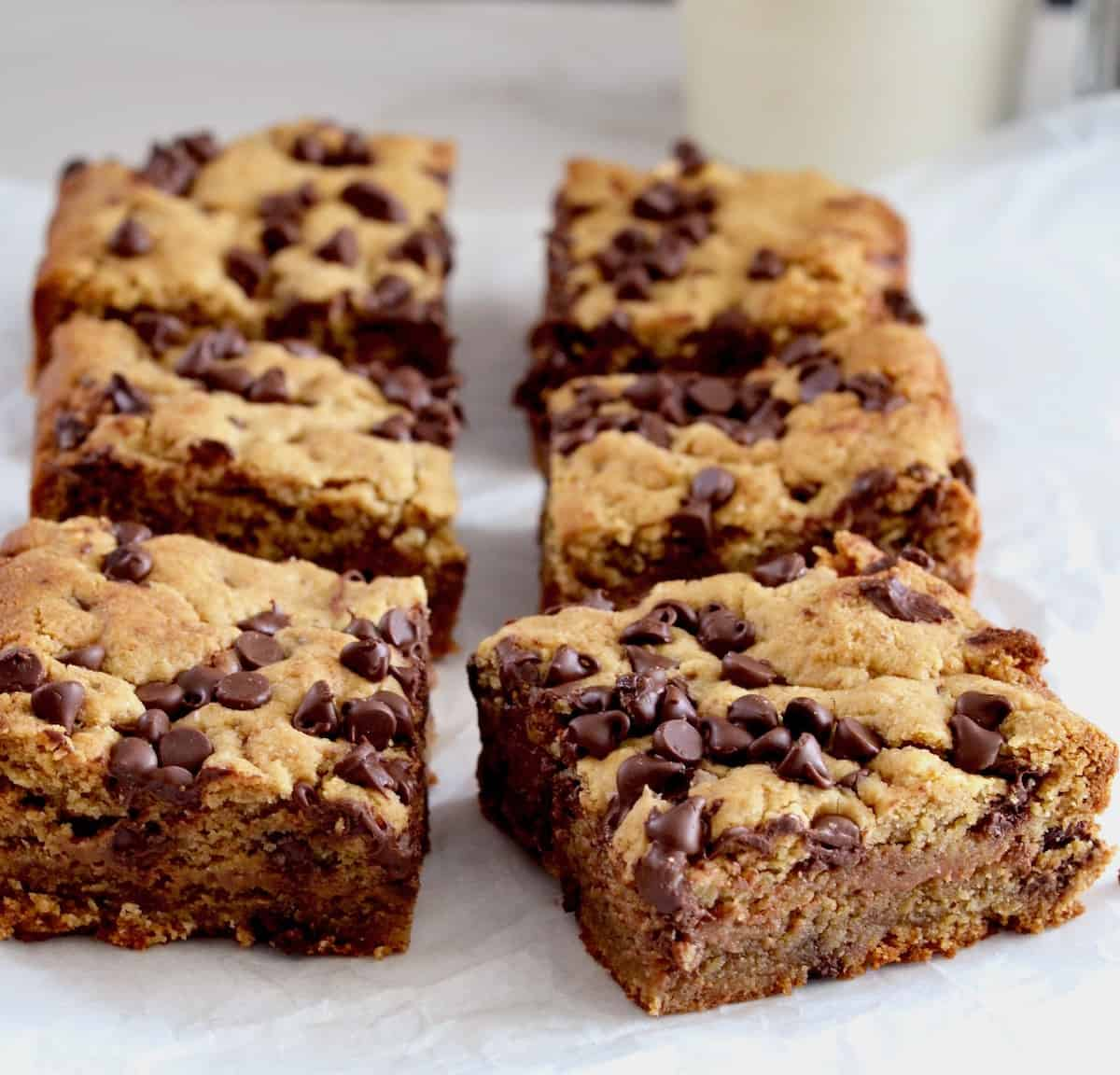 6 bars with chocolate chips in rows of three.