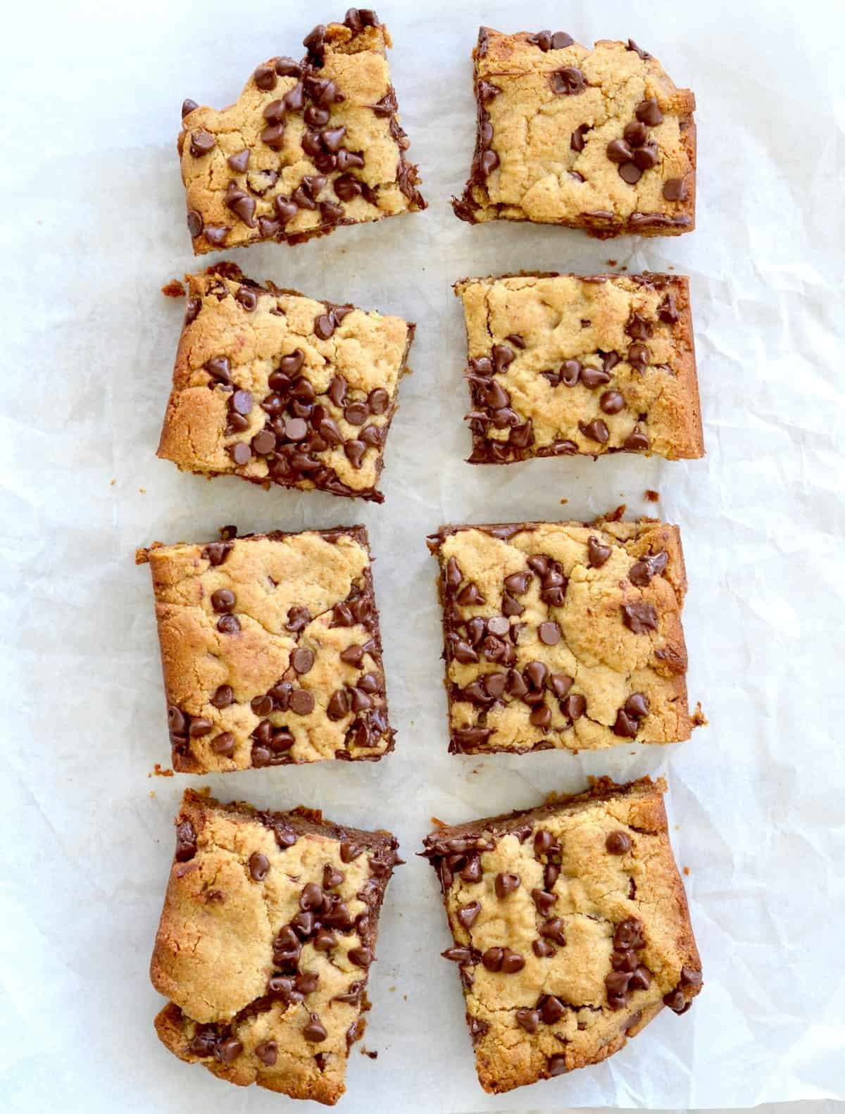 Overhead of 8 blondies with chocolate chips of them in rows of 4.