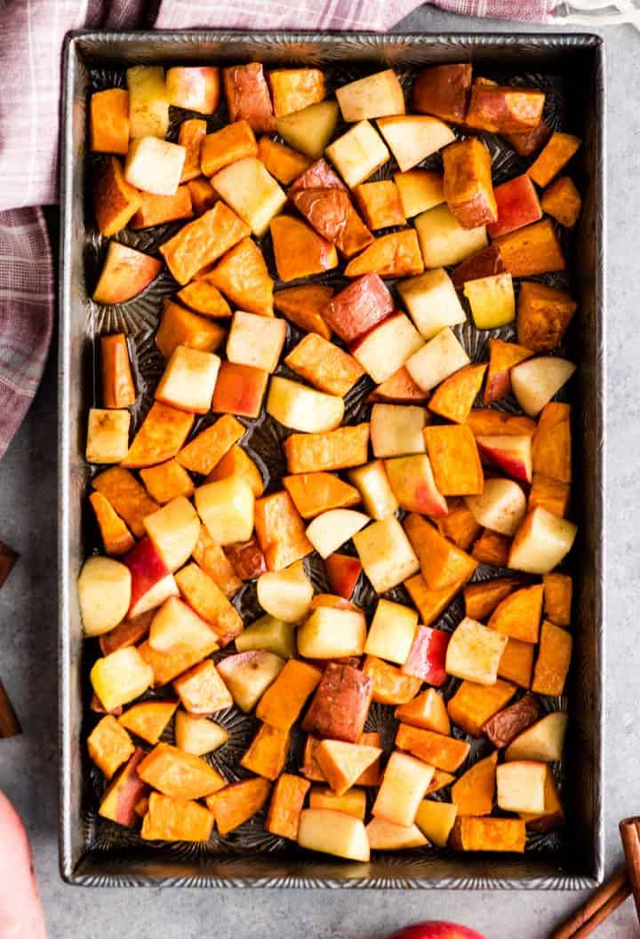 photo showing how to make sweet potatoes and apples - adding apples